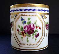 A FINE SEVRES STYLE HAND PAINTED LATE EIGHTEENTH CENTURY PARIS PORCELAIN COFFEE CAN C.1790-1805