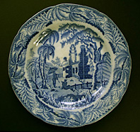 EARLY DAVENPORT CHINOISERIE RUINS PATTERN BLUE AND WHITE PEARLWARE PLATE C.1800