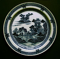 SPODE STAFFORDSHIRE ANTIQUE BLUE AND WHITE POTTERY BOY ON A BUFFALO PATTERN PEARLWARE PLATE C.1795-1800