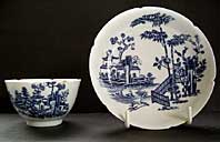 VERY RARE NOTCHED RIMS WORCESTER PORCELAIN BLUE AND WHITE TEABOWL AND SAUCER< THE PLANTATION PATTERN, BFS. II.B.5