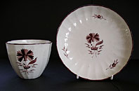 PINXTON ENGLISH PORCELAIN HAND PAINTED TEABOWL AND SAUCER IN RARE CARNATION PATTERN C.1800